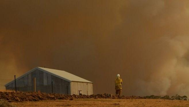 أستراليا تتأهب لموجة حارة ورياح عاتية وتخشى تأجيج حرائق الغابات