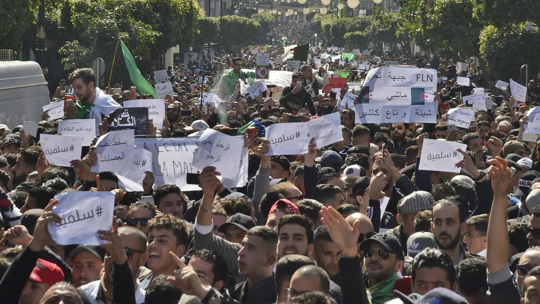 إلقاء القبض على إرهابي حاول تنفيذ عملية انتحارية تستهدف التظاهرات في الجزائر