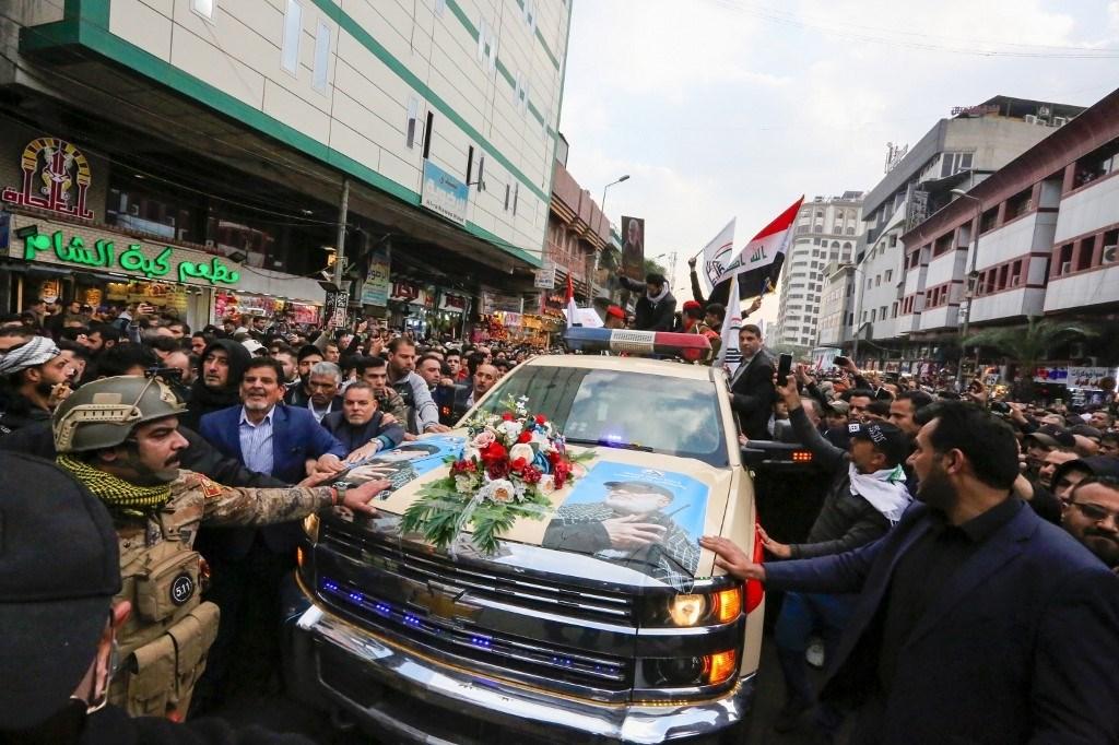 حشود ضخمة تودع الشهيدين سليماني والمهندس ورفاقهما في بغداد