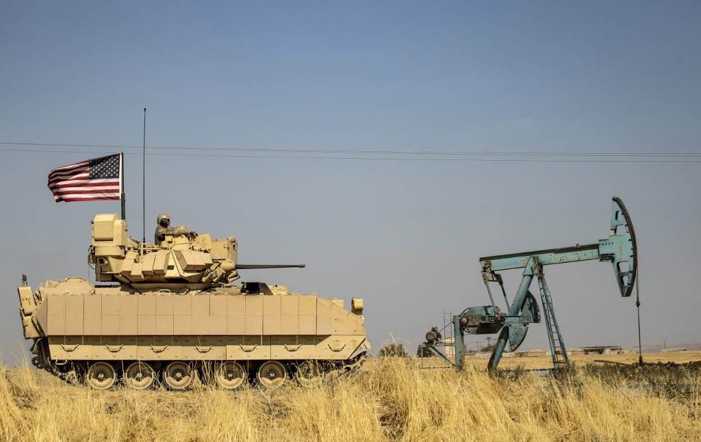 مدرعة أميركيّة بالقرب من حقول النفط في محافظة الحسكة شمال شرق سوريا - 5 أكتوبر 2020 (أ.ف.ب)