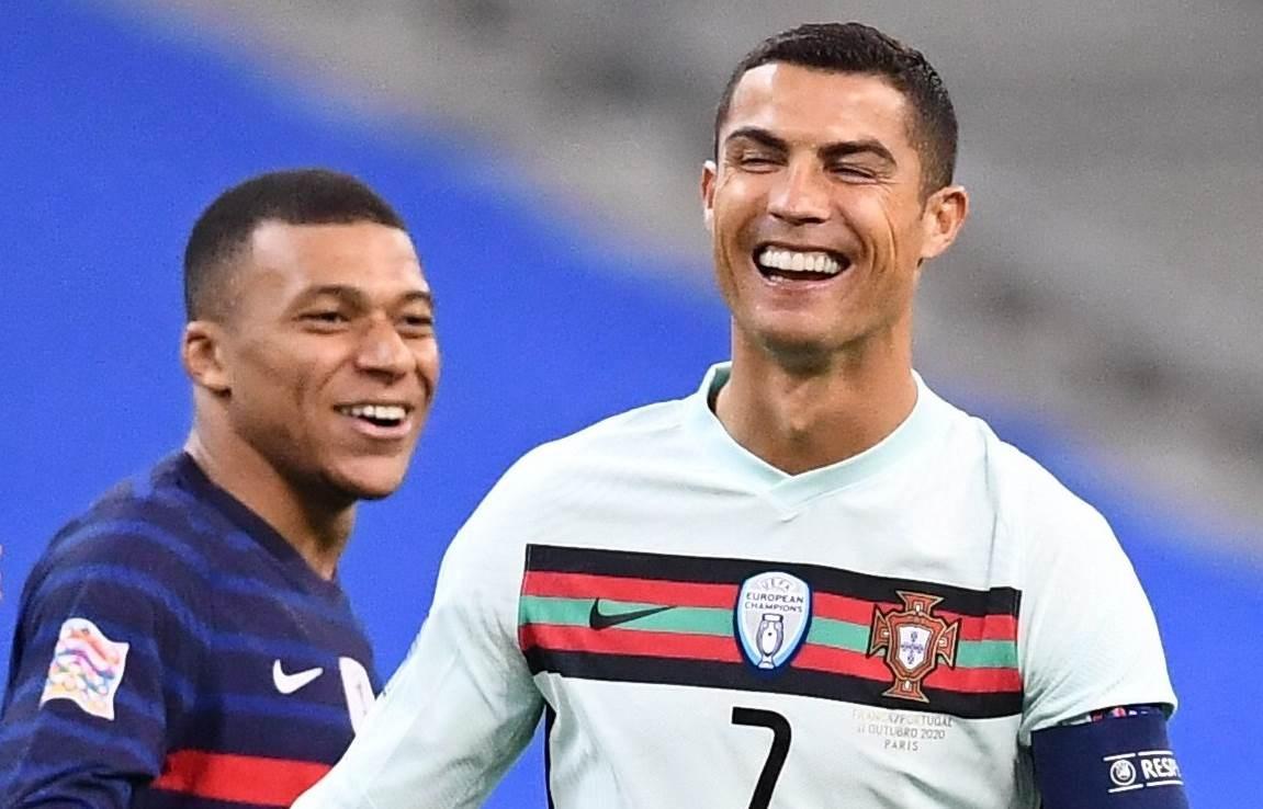 رونالدو ومبابي خلال المباراة
