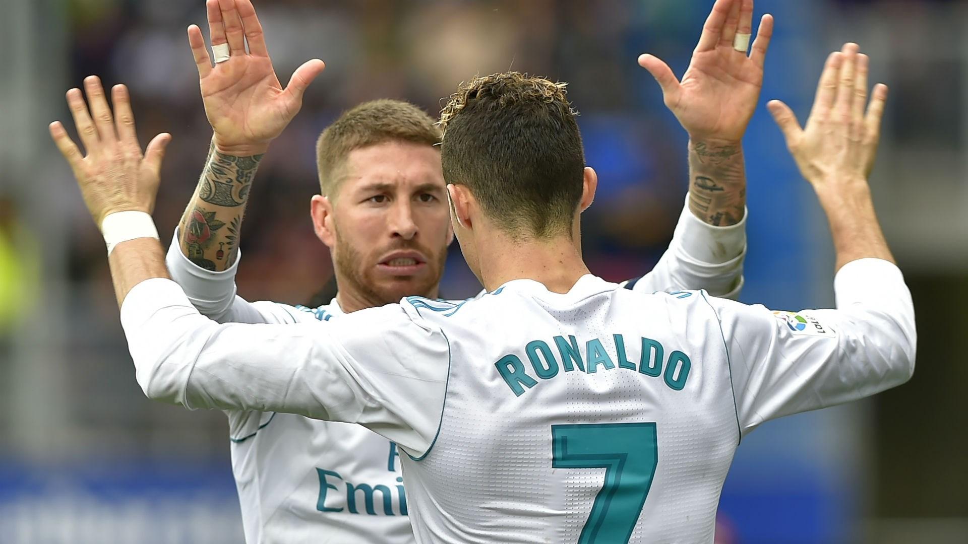 رونالدو وراموس في احدى مباريات ريال مدريد (أرشيف)