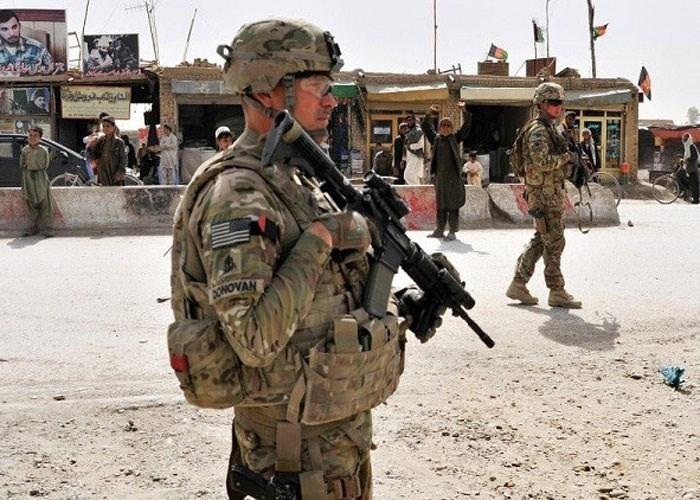 القوات الأميركية بدأت بهدم المباني في القاعدة ونقل معداتها إلى باكستان