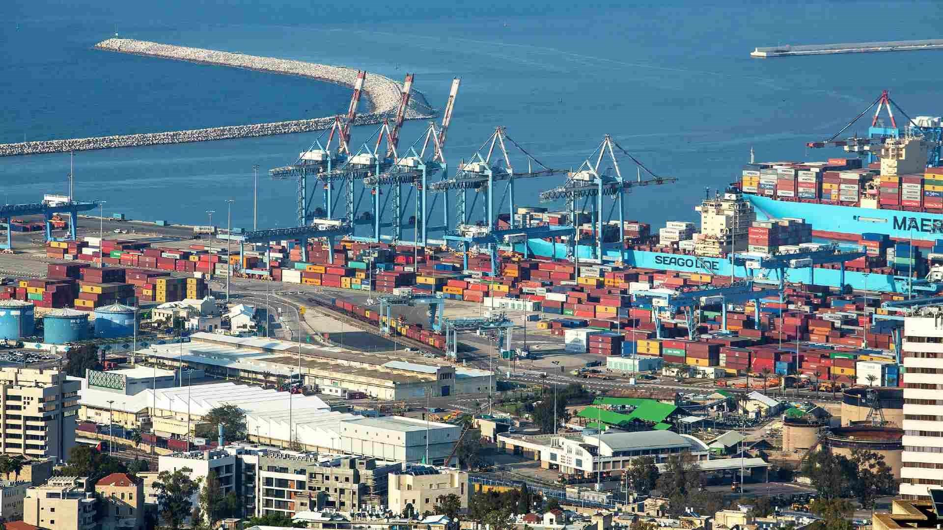 ميناء حيفا يبدأ باستقبال السفن الإماراتية والبحرينية بعد التطبيع