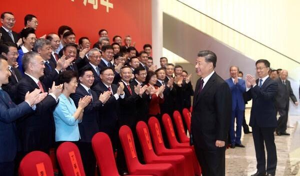 الرئيس الصيني شي جين بينع في مدينة شنتشن الأربعاء.