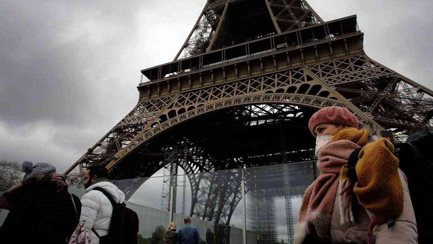 فرنسا تسجل أكثر من 30 ألف إصابة بفيروس كورونا في يوم واحد وهو رقم قياسي في أوروبا