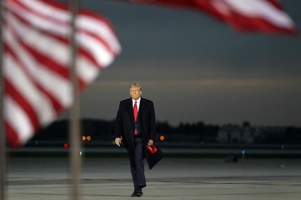 تُواصل إدارة ترامب هجومها على سيادة القانون العالمية، ما يضع الولايات المتحدة في صف الَّذين يرتكبون الانتهاكات الجسيمة ويتستّرون عليها (أ.ف.ب)