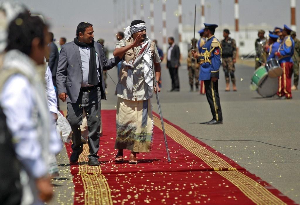 من وصول الأسرى إلى العاصمة اليمنية صنعاء (أ ف ب).