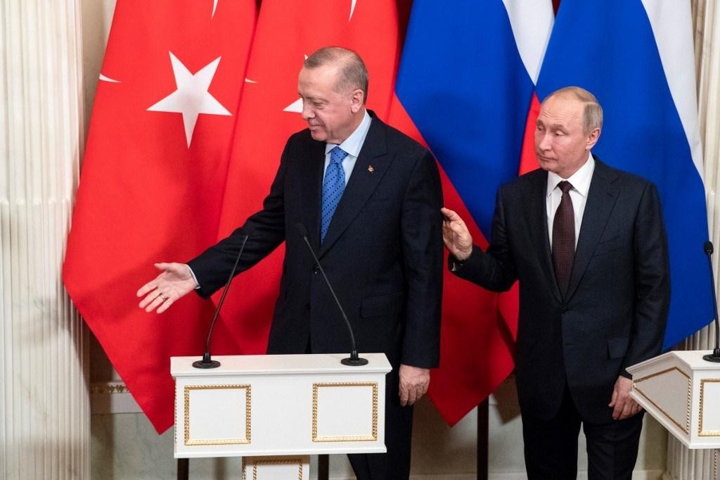 بوتين وإردوغان بعد إلقاء بيان صحفي مشترك عقب محادثاتهما في الكرملين (أ ف ب).