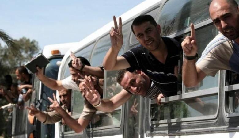 صورة للأسرى الفلسطينيين المحررين بموجب صفقة وفاء الأحرار في العام 2011
