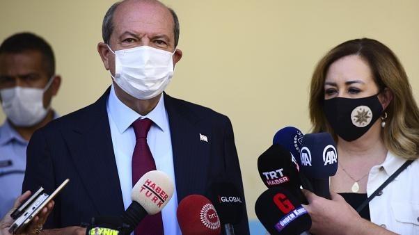 مرشح أنقرة إرسين تتار يحقق فوزاً مفاجئاً في الانتخابات الرئاسية بشمال قبرص