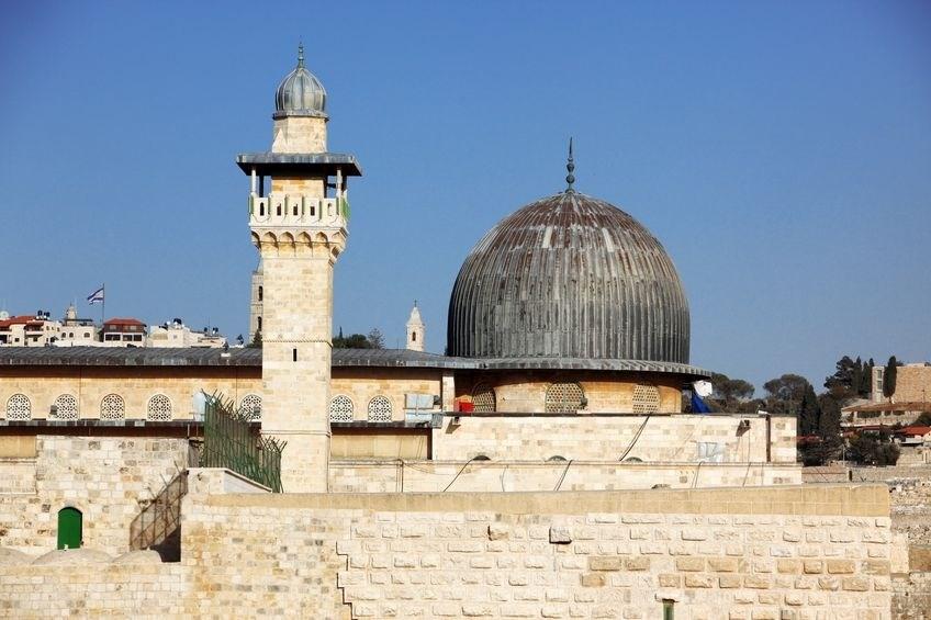 المقدسيون عبروا عن رفضهم أن تكون زيارة العرب والمسلمين للأقصى بحراسة شرطية وبتنسيق مع الاحتلال.