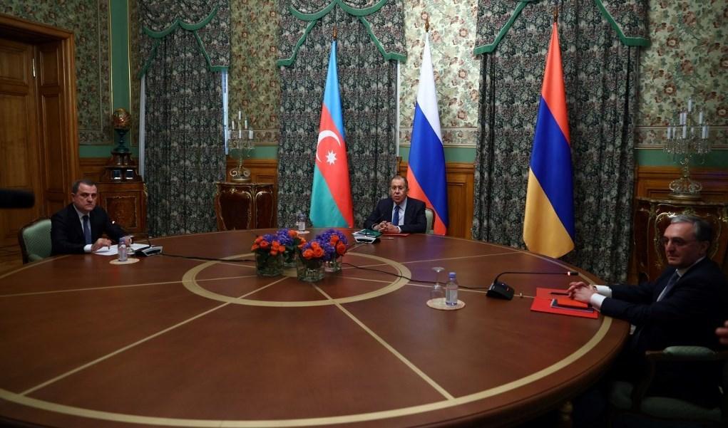 لافروف يترأس اجتماعاً مع وزير الخارجية الأرميني زوهراب مناتساكانيان ووزير الخارجية الأذربيجاني جيهون بيراموف في موسكو في 9 أكتوبر/ تشرين الأول 2020