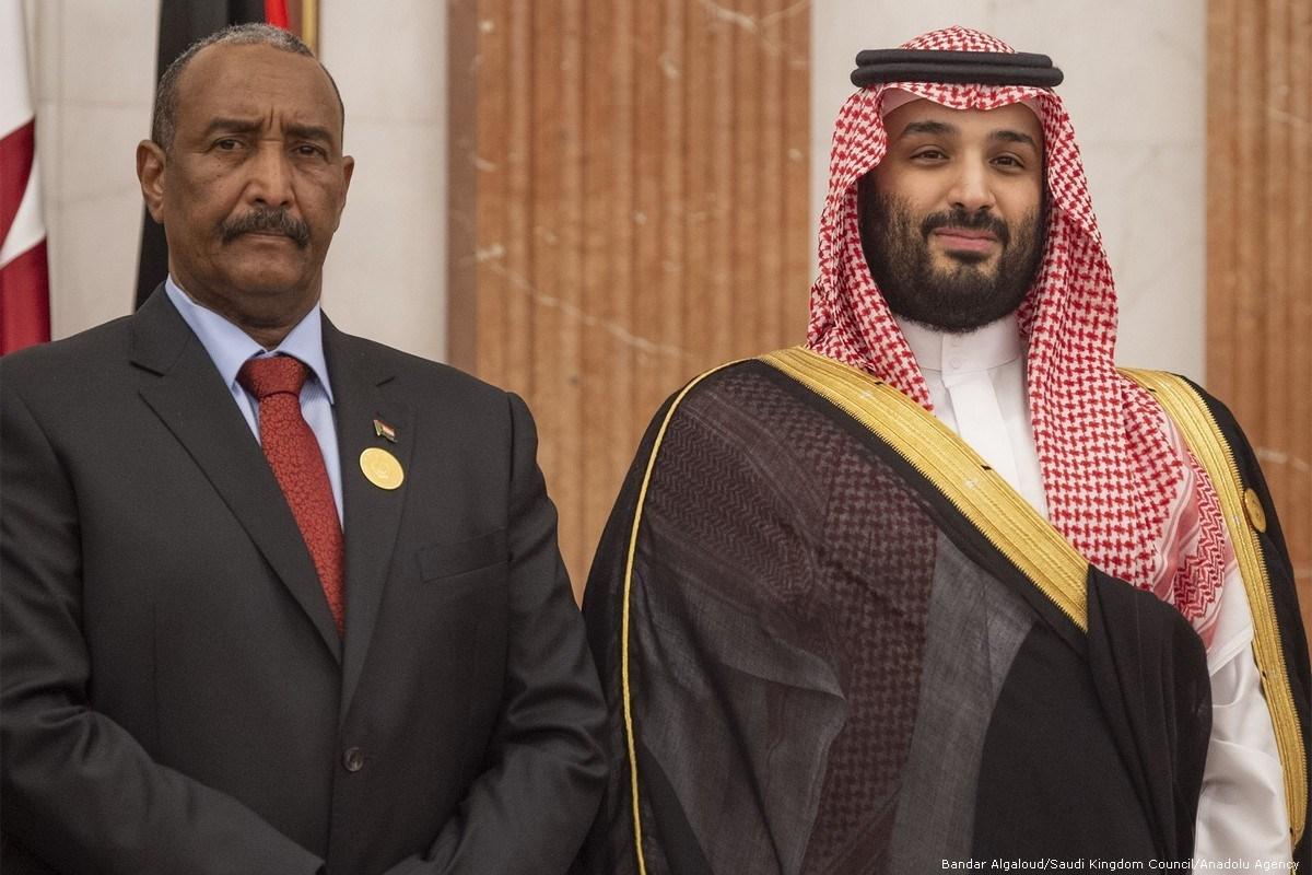ولي العهد السعودي محمد بن سلمان ورئيس المجلس السيادي السوداني عبد الفتاح البرهان