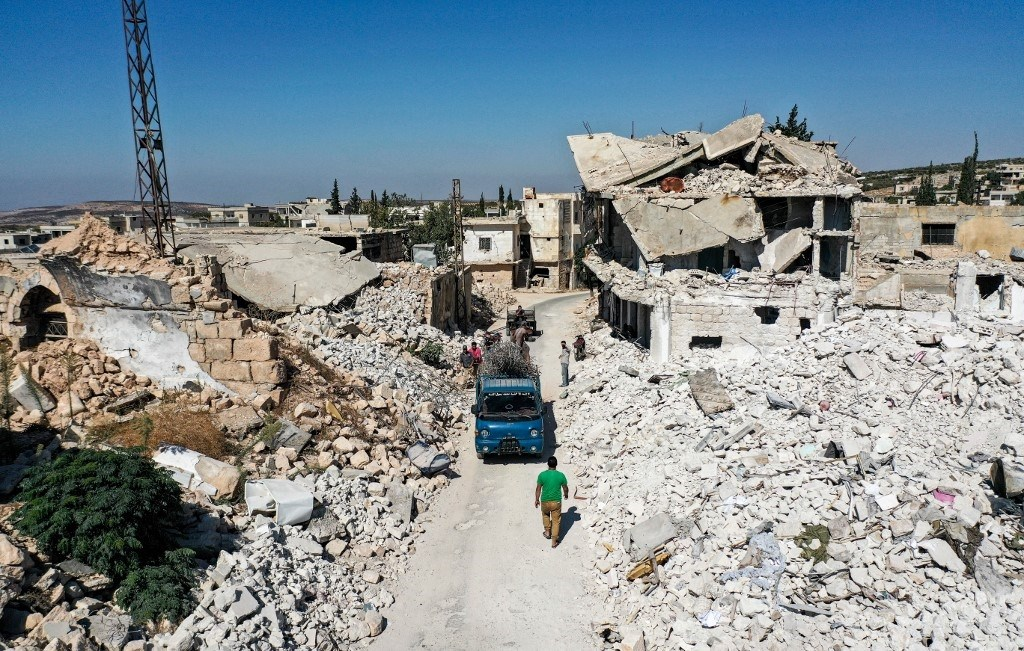 صورة تظهر الدمار والأنقاض بعد قصف جوي بمحافظة إدلب شمال غرب سوريا - 18أكتوبر 2020 (أ.ف.ب)