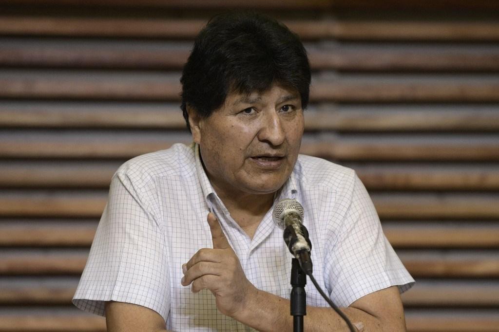 موراليس توجه من الأرجنتين إلى كاراكاس على متن طائرة فنزويلية (أ ف ب)