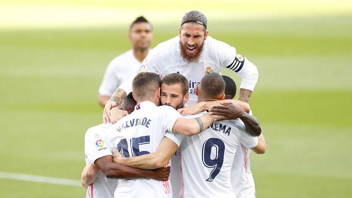 لاعبو ريال مدريد يحتفلون