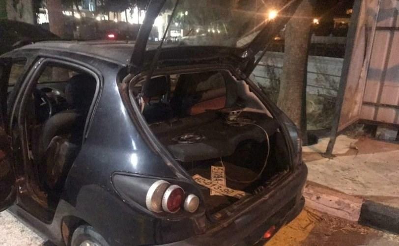 قوات الاحتلال لاحقت سيارة الشاب الفلسطيني عامر عبد الرحيم صنوبر وأطلقت عليها النار