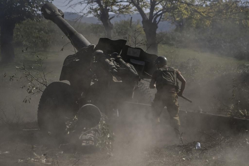 المعارك تجددت أمس الأحد في إقليم ناغورنو كاراباخ (أ ف ب)