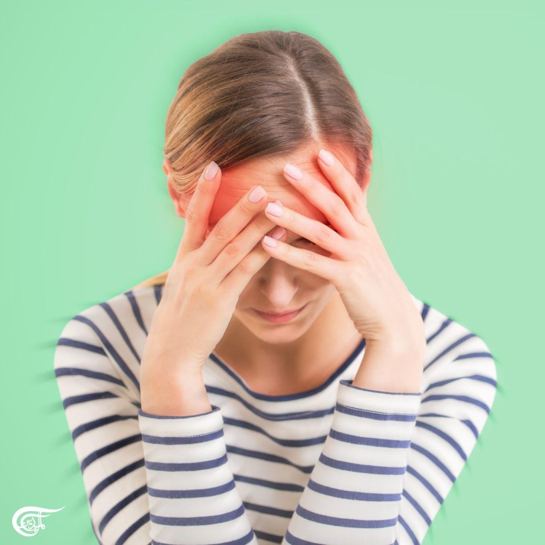 إحدى مصففات الشعر اشتكت من الصداع النصفي والغثيان وعدم وضوح الرؤية والتهاب الحلق وفقدان حاسة الشم بعد العلاج في صالونها