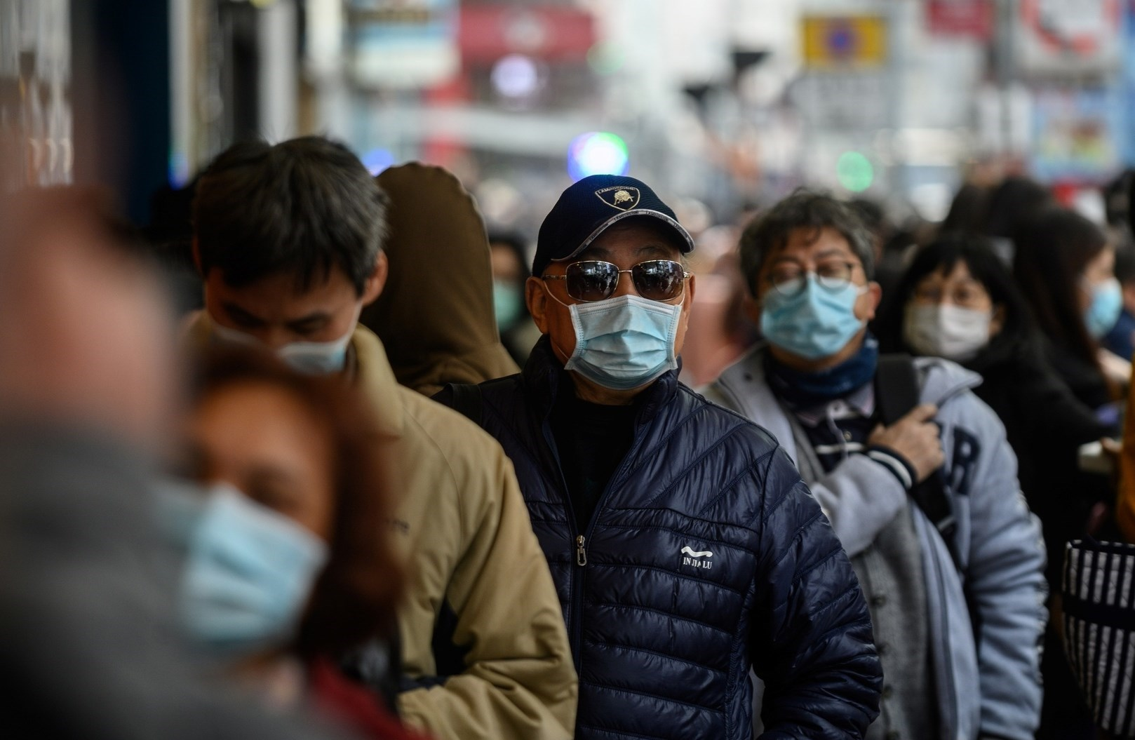 خبير روسي: بعض الناس لا يصابون بفيروس كورونا مهما خالطوا
