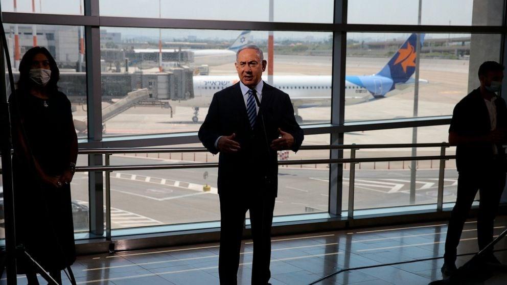 نتنياهو يقوم بجولة في مطار بن غوريون (صورة أرشيفية - أ ف ب).