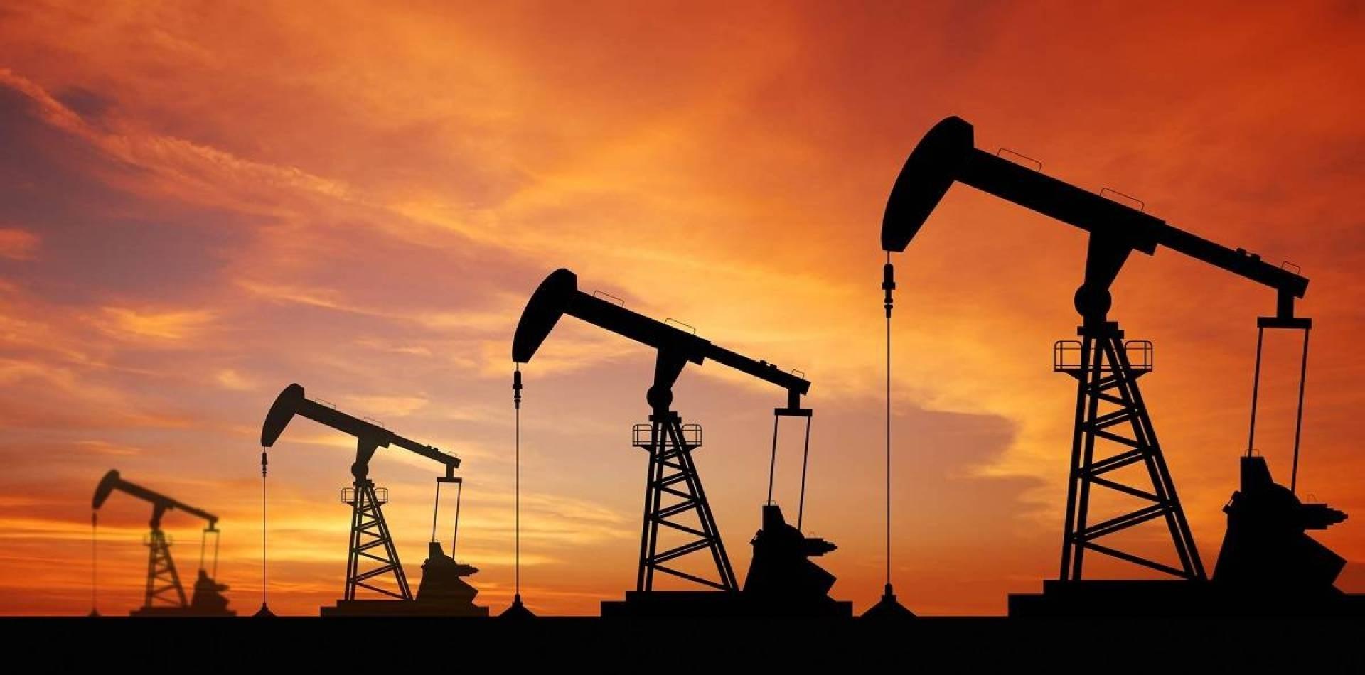 تراجع سعر النفط أكثر من 5% بسبب كورونا وتقدم بايدن على ترامب