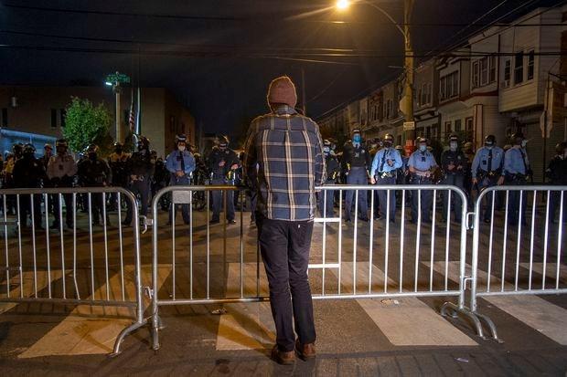 حظر تجوّل في فيلادلفيا بعد موجة تظاهرات وصدامات واسعة