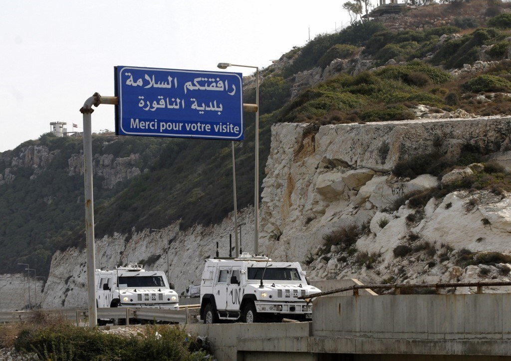 مركبات عسكريّة لليونيفيل تدخل بلدة الناقورة جنوب لبنان حيث بدأت الجولة الثانية من مفاوضات ترسيم الحدود بين لبنان و