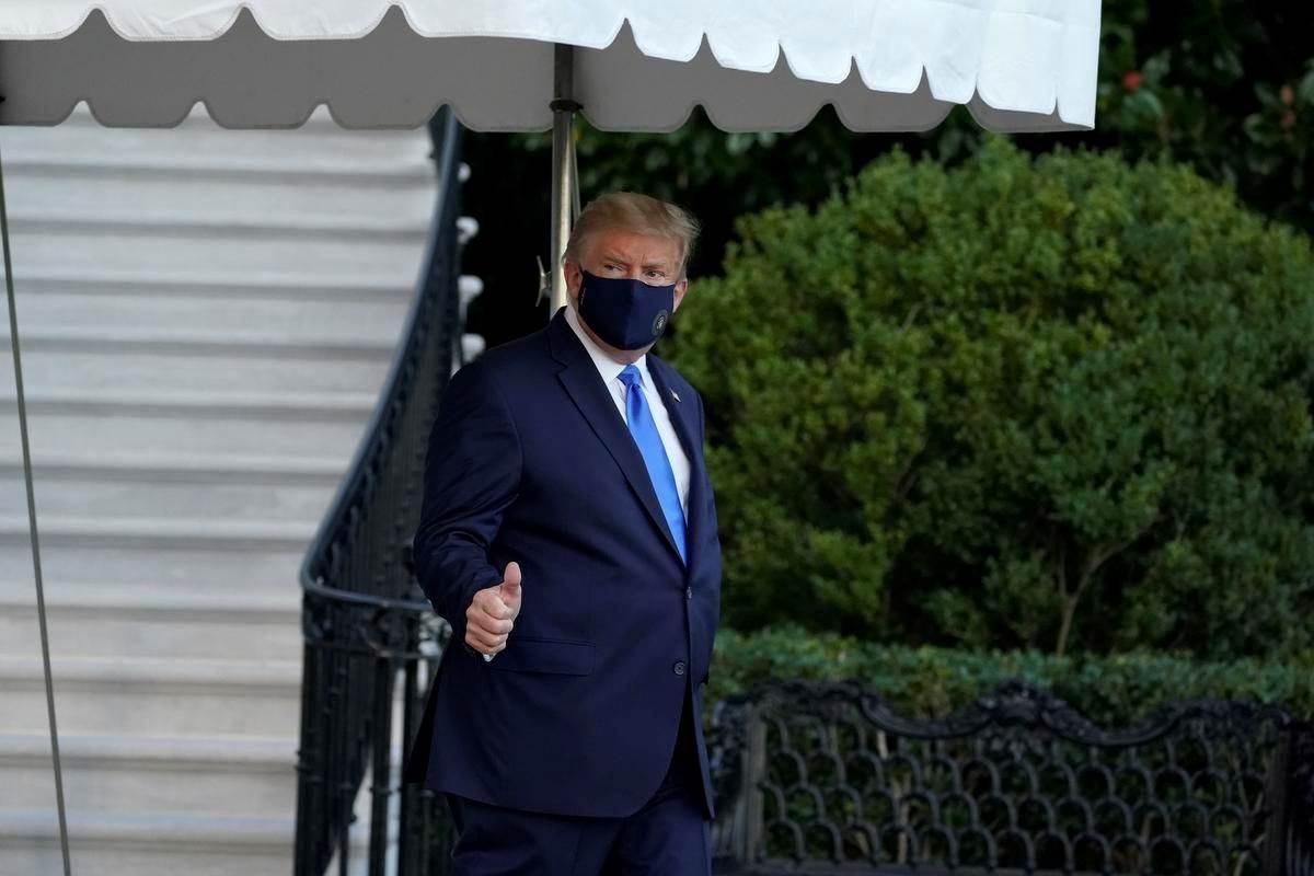رويترز عن مصدر مطلع: الرئيس ترامب لا يسير حتى الآن على طريق واضح للتعافي