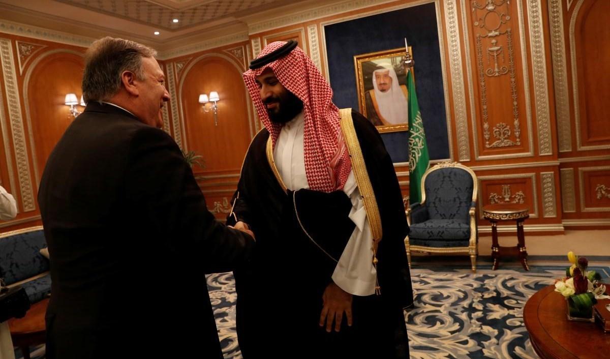 ولي العهد السعودي محمد بن سلمان خلال استقباله وزير الخارجية الأميركي مايك بومبيو (أرشيف)