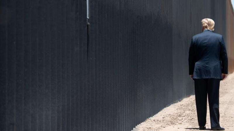 ترامب خلال احتفال لبناء 200 ميل من الجدار الحدودي مع المكسيك في أريزونا - يونيو 2020 (أ.ف.ب)
