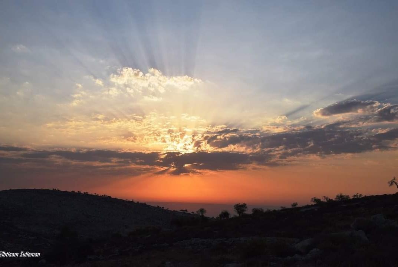 شروق الشمس من جبال فلسطين