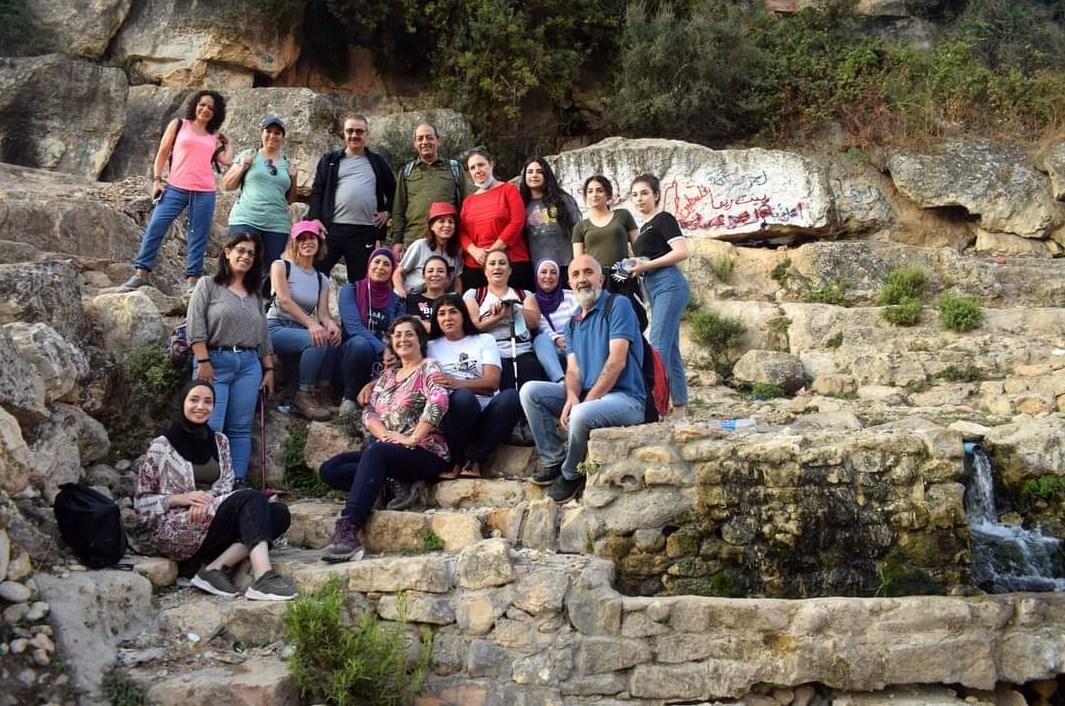 الفريق على صخور ونبع دير غسانة