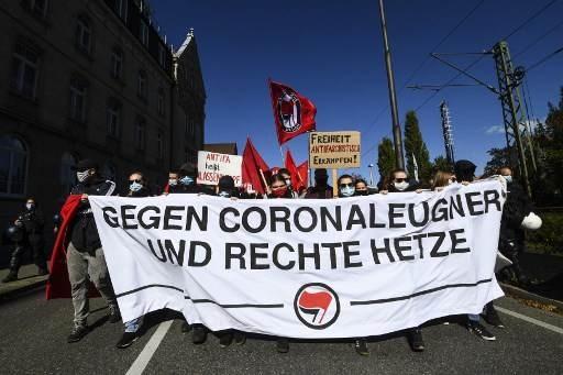تظاهرات في ألمانيا ضد القيود لاحتواء كورونا.. وتظاهرات مضادة