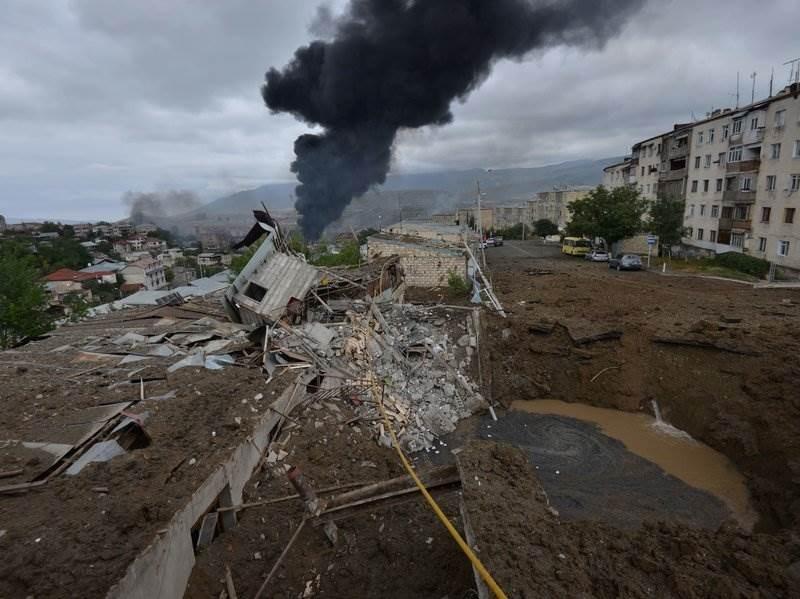 تصاعد الدخان إثر القصف خلال الاشتباكات الدائرة بين أرمينيا وأذربيجان - أ ف ب