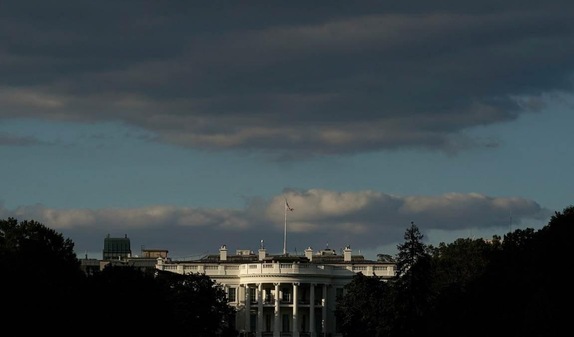 كل استخبارات أجنبية لها مصادر في واشنطن ستسعى لمعرفة الحالة الصحية للرئيس ترامب.