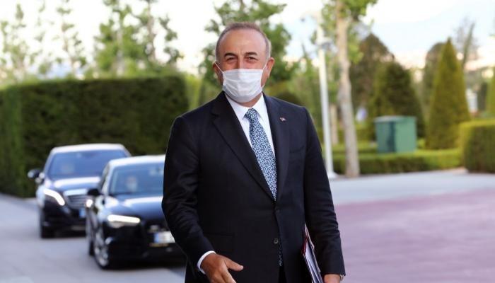 وزير الخارجية التركي مولود جاويش أوغلو يصل إلى أذربيجان.