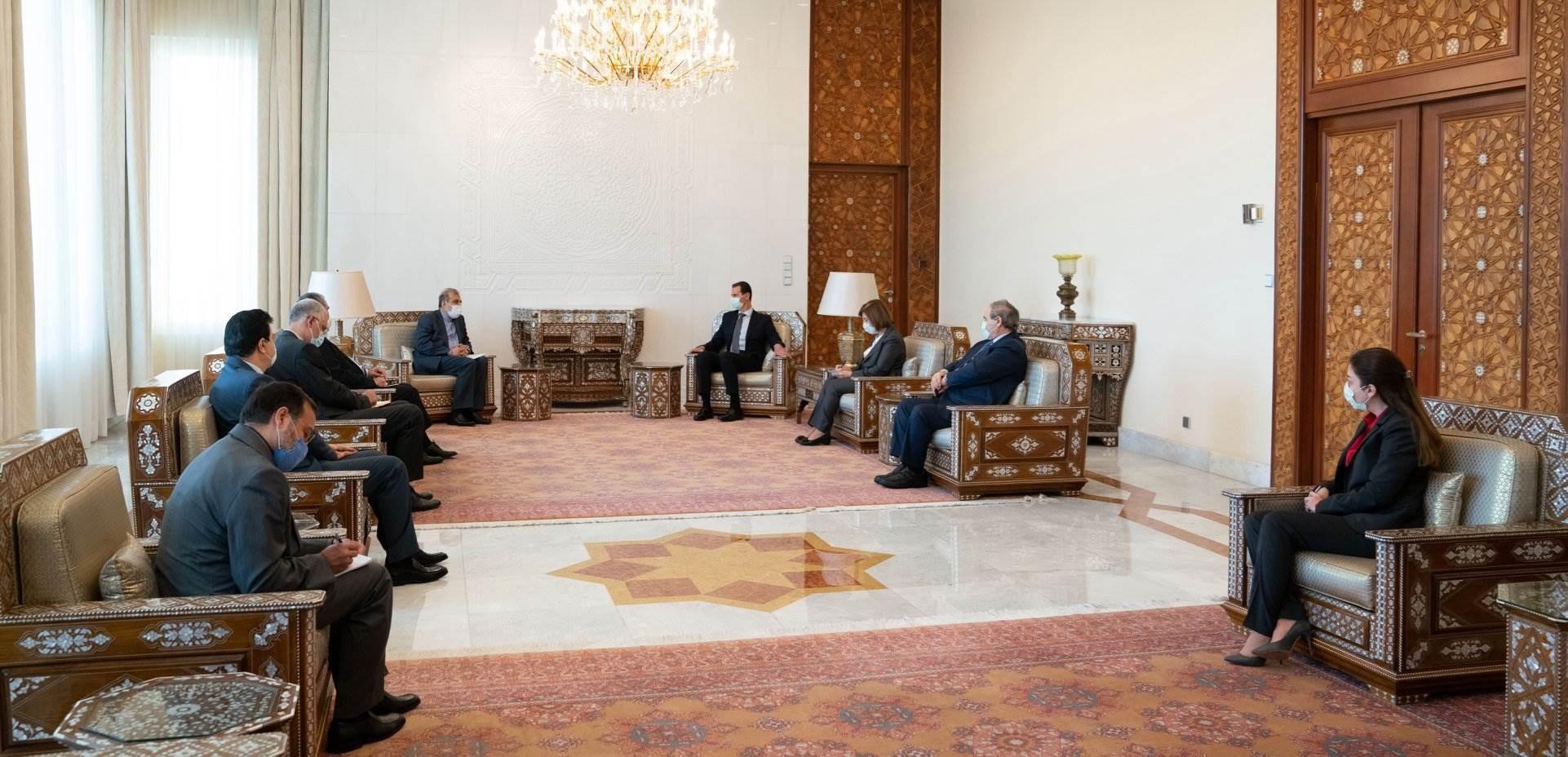 الرئيس بشار الأسد خلال لقائه علي أصغر خاجي كبير مساعدي وزير الخارجية الإيراني والوفد المرافق له.