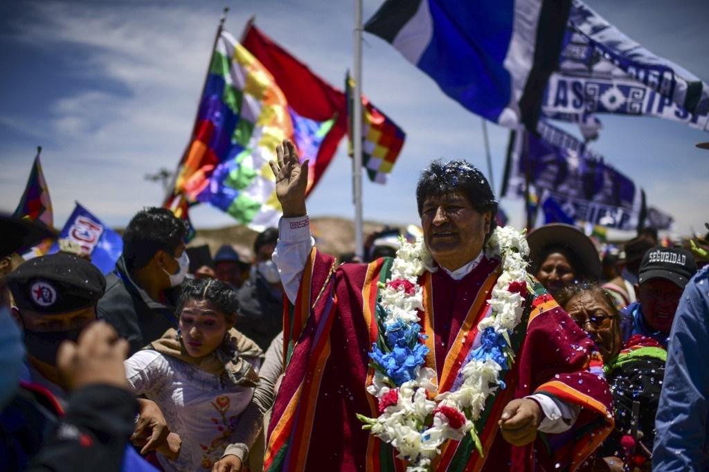 الحشود البوليفية تواصل احتفالاتها بعودة الزعيم البوليفي إيفو موراليس من الأرجتنين