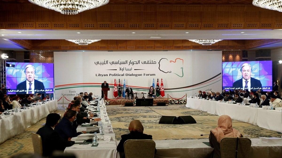 بوادر توافقات ليبية في مباحثات تونس وتوتر في اجتماعات سرت العسكرية