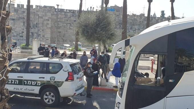 قوات الاحتلال تعيق وصول أهالي الداخل المحتل القادمين لأداء صلاة الجمعة في المسجد الأقصى