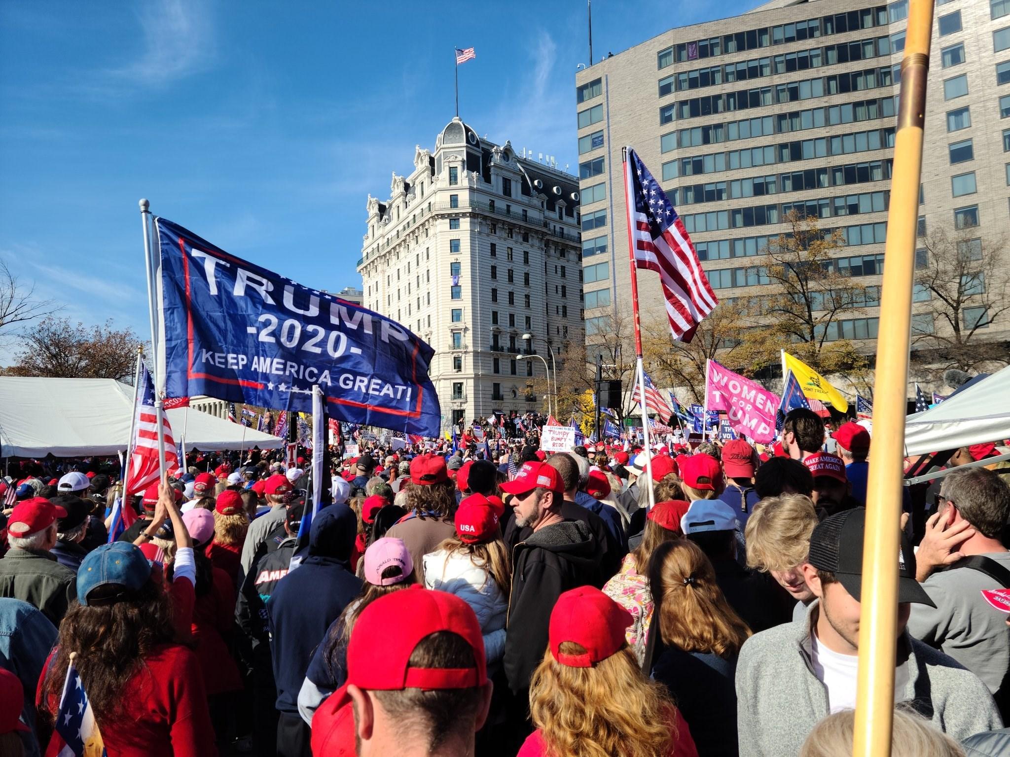 تظاهرات داعمة للرئيس ترامب في وسط العاصمة واشنطن