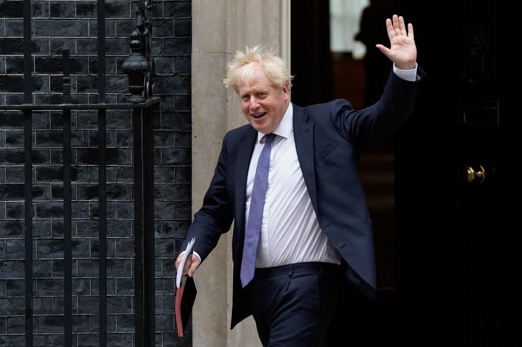 رئيس الوزراء البريطاني بوريس جونسون وسط لندن (أ ف ب).