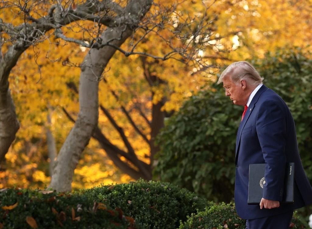 ترامب في حديقة البيت الأبيض في واشنطن العاصمة - 13 نوفمبر 2020 (أ.ف.ب)