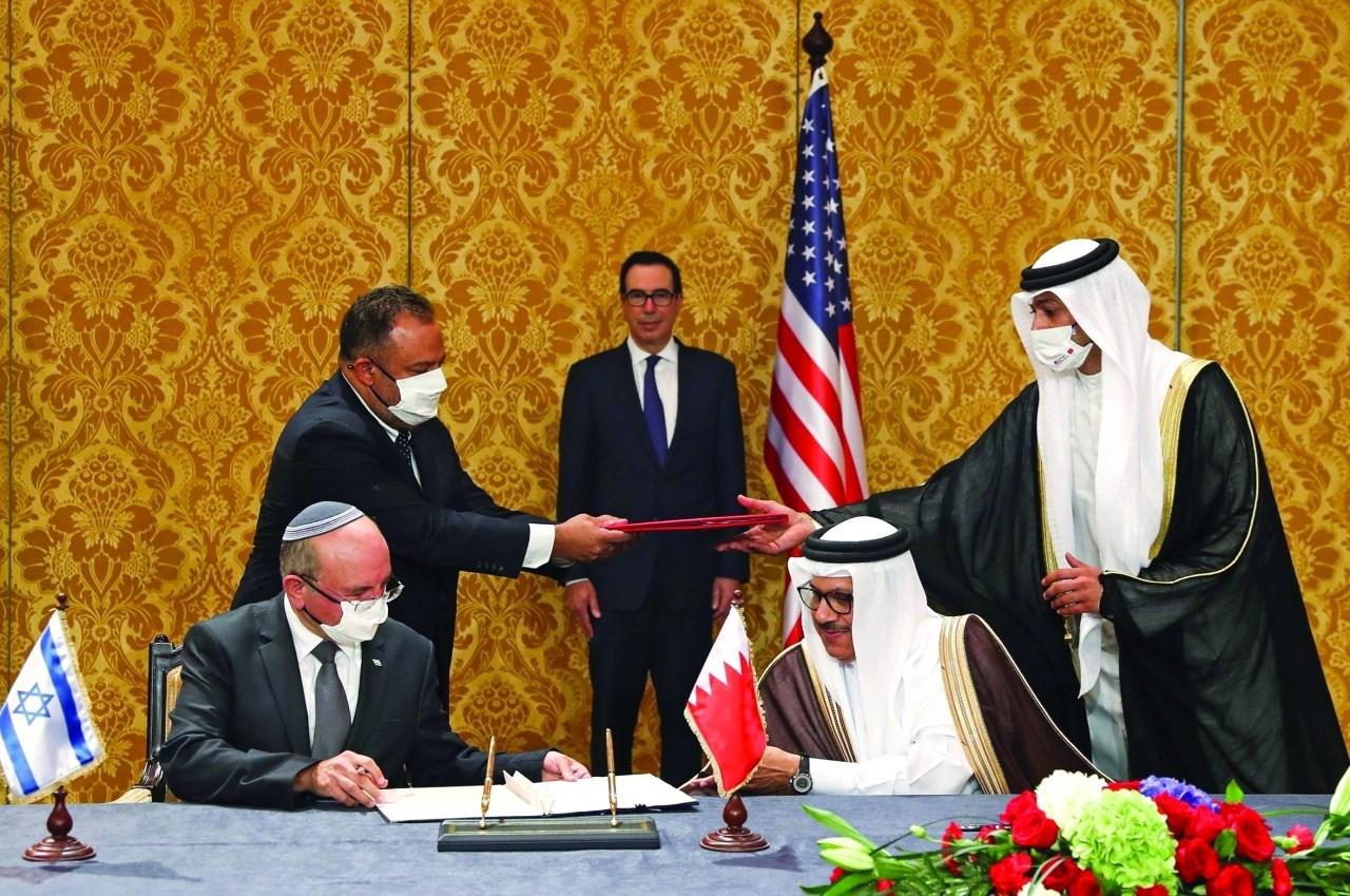خلال توقيع بيان مشترك لإرساء العلاقات بين البحرين و