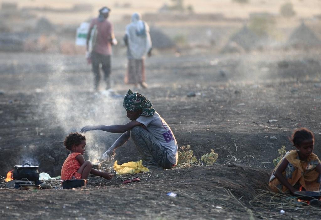 اللاجئون الإثيوبيون الذين فروا من القتال في تيغري في ولاية كسلا شرق السودان (أ ف ب).
