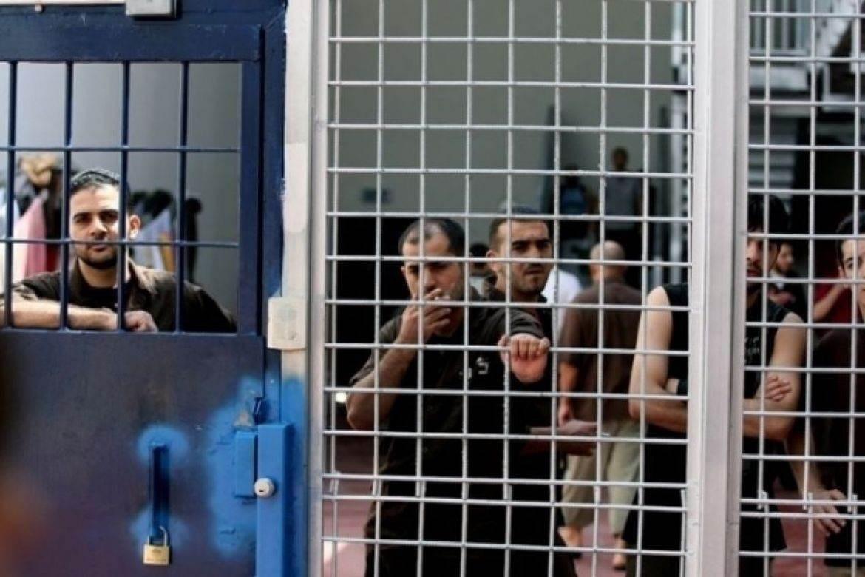 إدارة سجون الاحتلال تتعمد نقل الأسير محمد خليل تزامناً مع زيارة عائلته له
