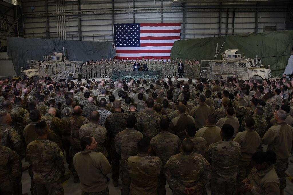 ترامب متحدثاً إلى الجنود الأميركيين خلال زيارة مفاجئة إلى أفغانستان - 28 نوفمبر 2019 (أ.ف.ب)