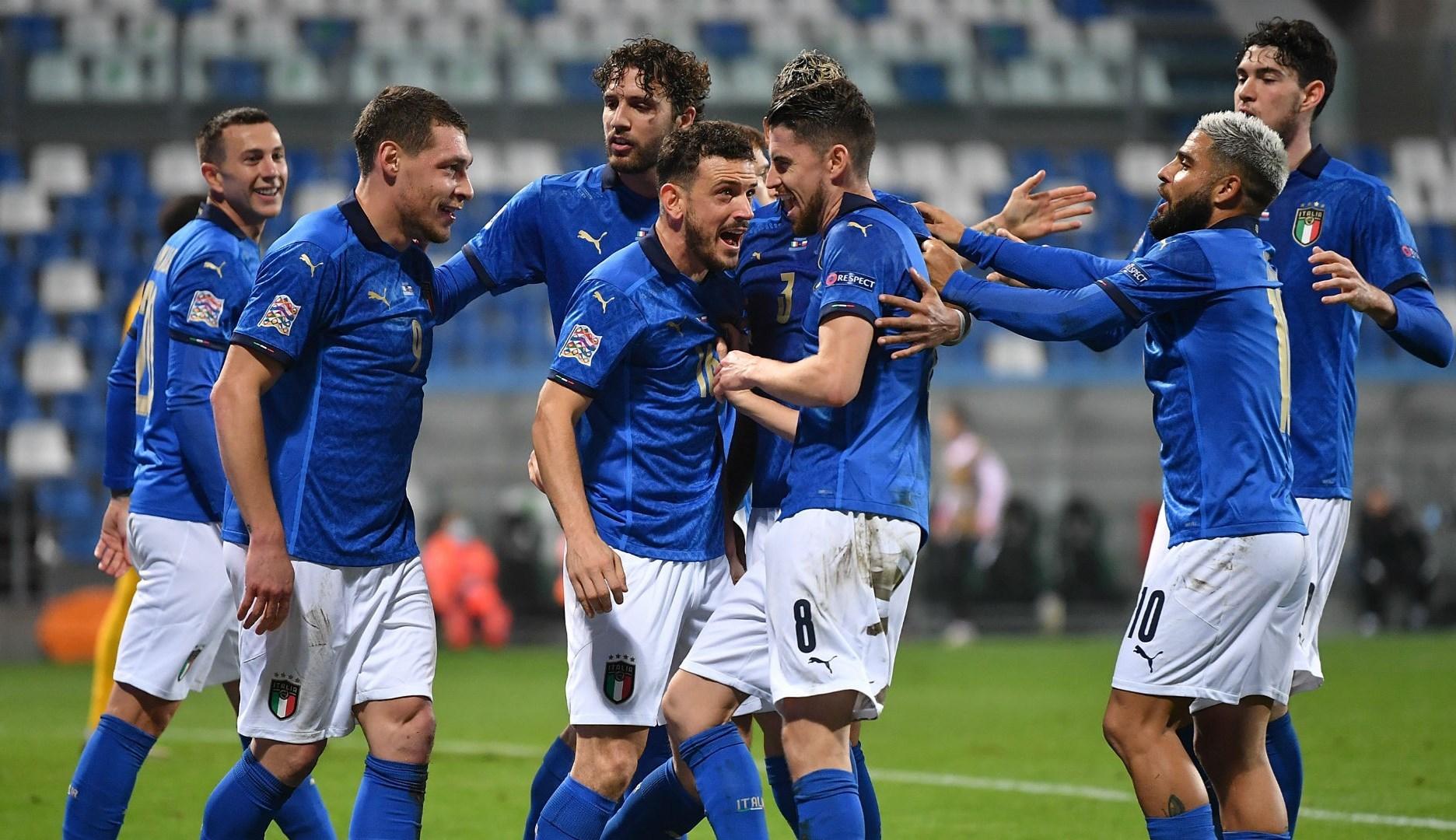 فازت إيطاليا على بولندا 2-0